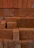 堆坚实红砖 免版税库存图片