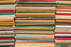 堆守旧派笔记本 多彩多姿的盖子 免版税库存图片