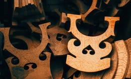 堆小提琴的桥梁 免版税库存图片