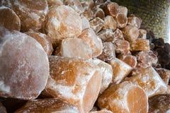 堆岩盐灯 库存照片