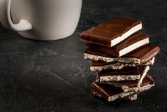 堆巧克力片断  免版税库存图片