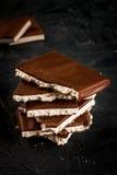 堆巧克力片断  免版税库存照片
