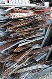 堆废金属在废品旧货栈 图库摄影