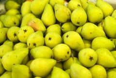堆成熟梨 免版税库存照片