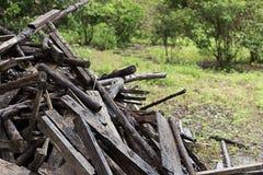 堆报废木头 免版税库存图片
