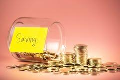 堆攒钱概念的硬币 会计为将来 免版税图库摄影