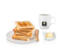 堆敬酒的面包用黄油和茶 免版税库存照片