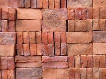 堆整洁地被安排的建筑砖 库存图片
