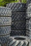 堆新和老机械轮胎 免版税库存照片