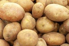 堆新有机土豆顶视图关闭 库存照片