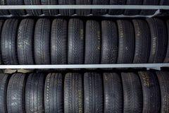 堆新的轮胎待售 免版税库存图片