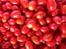 堆新鲜的微型蕃茄 免版税库存图片
