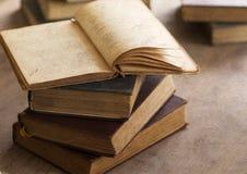 堆旧书 免版税库存照片
