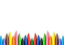 堆有拷贝空间的五颜六色的蜡笔。 库存图片