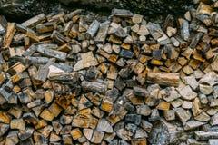 堆木柴,干燥木柴背景,自然木森林能量 库存照片