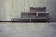堆木长凳 免版税库存照片