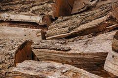 堆木柴的切好的日志 免版税库存照片