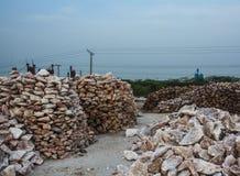 堆未加工的岩盐大块 免版税图库摄影
