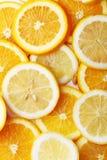 堆柑橘水果切片 桔子和柠檬 免版税图库摄影