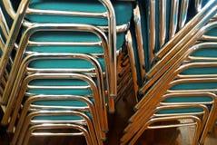 堆椅子 免版税库存照片