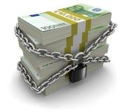 堆欧元和锁(包括的裁减路线) 免版税库存照片