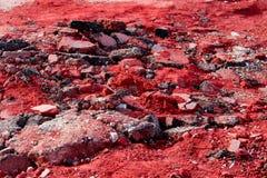 堆残破的红色沥青 免版税库存照片