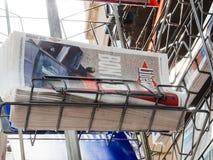 堆法国报纸Liberationreporting移交仪式 免版税库存照片
