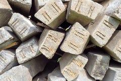 堆混凝土钢筋柱子 免版税库存照片