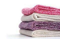 堆温暖的多彩多姿的妇女袜子 免版税图库摄影