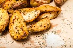 堆炸薯条土豆在被称呼的国家楔住 免版税库存照片
