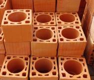 堆烟囱的新的砖 免版税库存照片