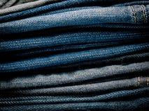 堆牛仔裤背景 免版税图库摄影