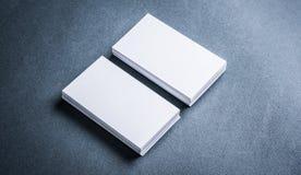 堆白纸在灰色背景的名片 免版税库存照片