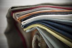 堆的特写镜头被折叠的织品 库存图片