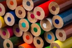 堆着色铅笔 免版税库存照片