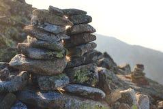 堆石头在Mountasins 库存照片