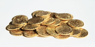 堆硬币-布拉格古银币 免版税库存图片
