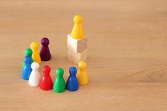 堆积作为图或梯子的木刻的概念图象 成长和成功的概念 库存图片