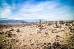 堆积在麦加小山棕榈泉的石头,加利福尼亚 免版税图库摄影