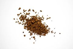 堆积堆棕色咖啡粒子,在白色演播室背景,关闭  库存图片
