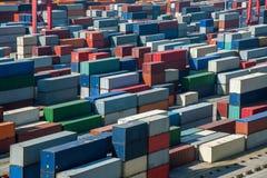 堆积容器的上海洋山深水口岸经济FTA集装箱码头 图库摄影