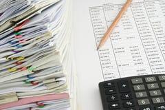 堆积承销清单和收据的文件在财务帐户 图库摄影