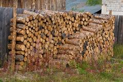 堆积木柴放置 免版税库存图片