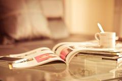 堆积桌的杂志地方在居住的ro 图库摄影