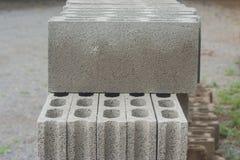 堆积灰色具体块行在地面的 免版税库存图片