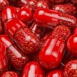 堆积,红色胶囊,片剂,药片水池充满心形的药片,珍珠,医学,与白色打印的标签-爱, lieb 免版税库存照片