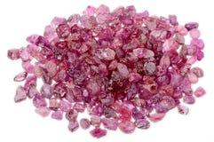 堆粗砺的未割减的桃红色红色红宝石 免版税库存图片