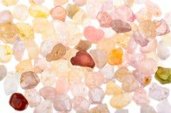 堆粗砺的自然未割减的尖晶石宝石 库存图片