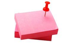 堆红色贴纸和图钉 免版税库存图片