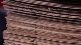 堆纸板在工厂 股票录像